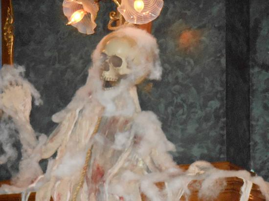 Brumder Mansion Bed and Breakfast: another ghoul hanging around for Halloween