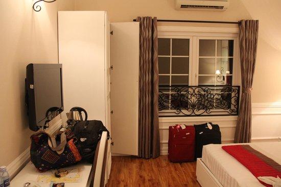 Calypso Suites Hotel: our room 2