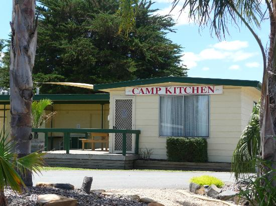 Victor Harbor Holiday and Cabin Park : Camp Kitchen