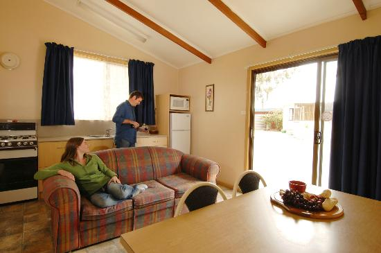 Victor Harbor Holiday and Cabin Park: Chalet Interior