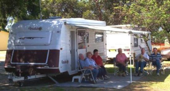 Victor Harbor Holiday and Cabin Park : Campers
