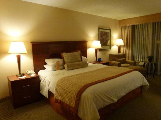 DoubleTree by Hilton Hotel Boston - Andover: Nice bedding