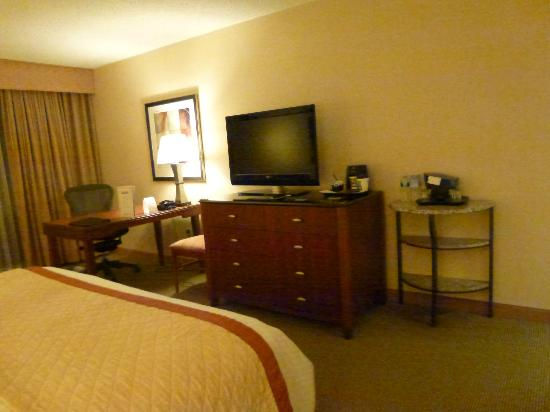 DoubleTree by Hilton Hotel Boston - Andover: Coffee-maker, TV, and dresser