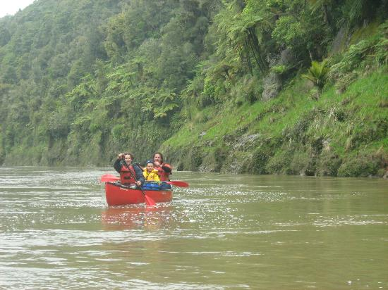Taumarunui Canoe Hire and Jet Boat Tours: My Family doing the Whanganui River Journey