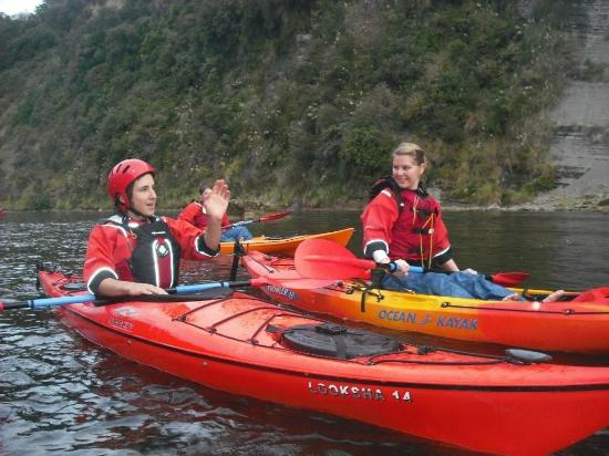 Taumarunui Canoe Hire and Jet Boat Tours: Jonathan our son showing someone how to paddle