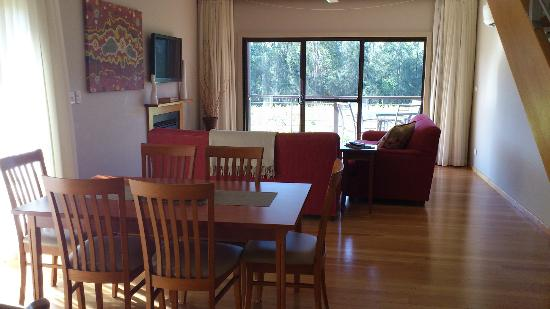 Hermitage Lodge: View from dining area over living room, to vineyard outside