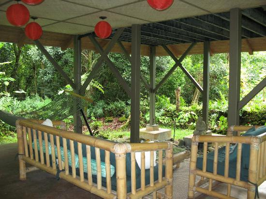 Hamoa Bay Bungalow: Downstairs outdoor room