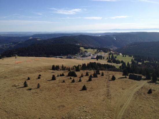 Familien- & Sporthotel Feldberger Hof: view from tower on top of Feldberg, down to hotel