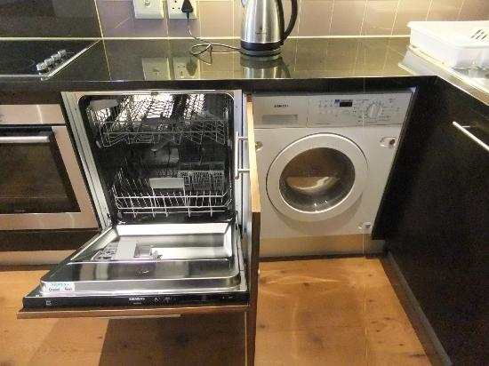 Cape Royale Luxury Hotel: Dishwasher and washer/dryer combo