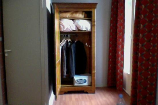 "Best Western Hotel Terminus: Closet in ""superior room"""