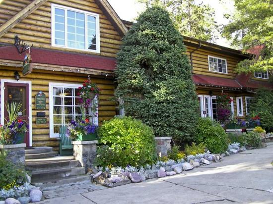 Alpine Village Cabin Resort - Jasper: Front office