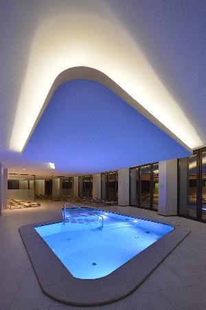 Saint-Vincent, Italia: La piscina interna Egeria