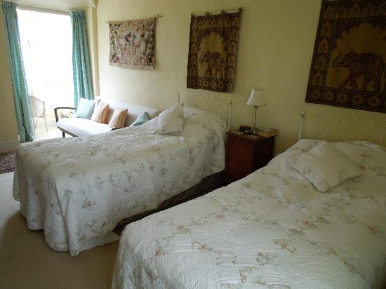 Sparkhayes Farmhouse: Twin beds