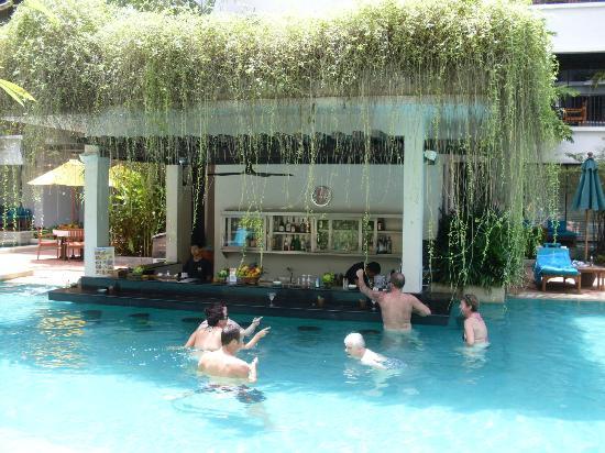 Banthai Beach Resort Spa Swim Up Bar