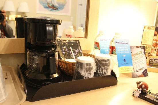 Adante Hotel: コーヒーメーカーも有ります
