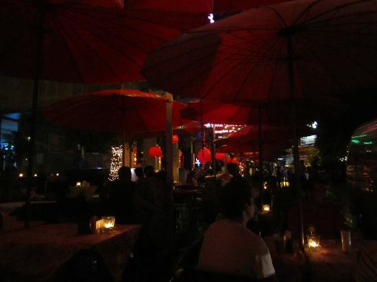 Sawasdee House: Bar im Aussenbereich