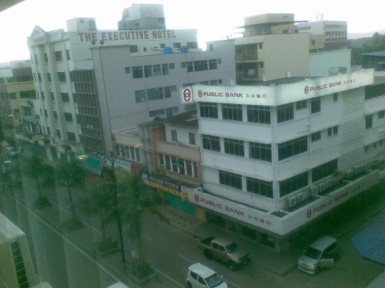 Silam Dynasty Hotel: Main road view