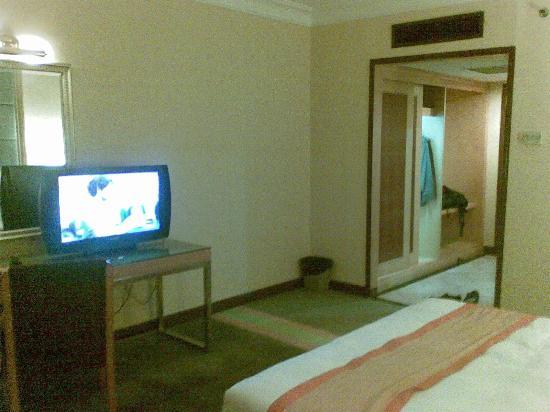 Tang Dynasty Hotel: wardrobe