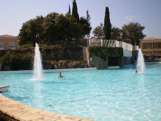 Louis Corcyra Beach Hotel: Χώρος πισίνας