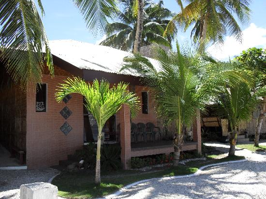 Peters Dive Resort: Outside view of House Accommodation