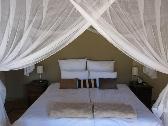 Toro Yaka Bush Lodge: Comfortable bed