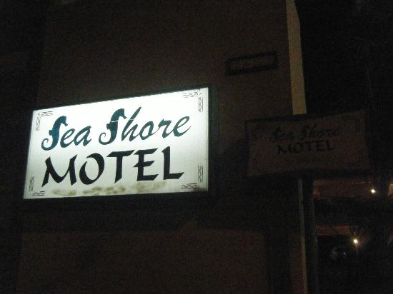 Sea Shore Motel: Motel signage