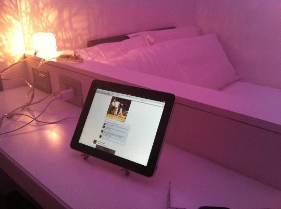 iRooms Spanish Steps: iPad - scusate la luce pessima