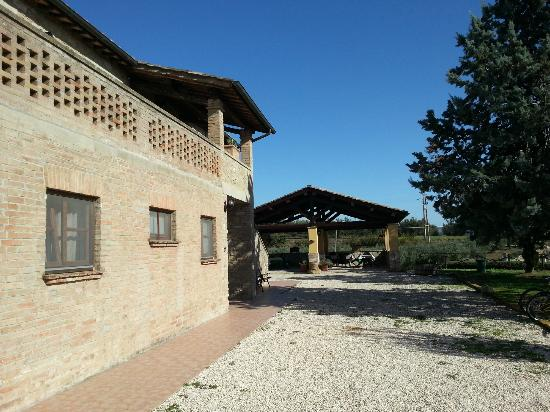 La Country House Il Vecchio Fienile: Giardino