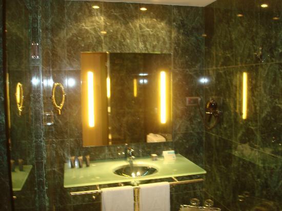 Eurostars Lisboa Parque: Ванная комната