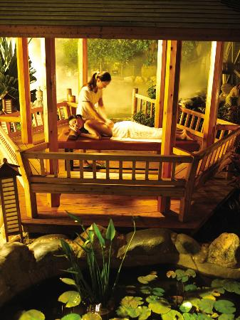 Zhuhai Imperial Hot Spring Resort : Massage your cares away
