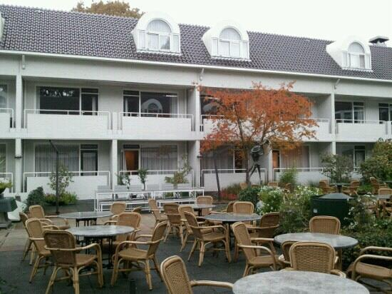 Hotel Restaurant Oud London : binnenplaats