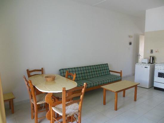 Tasmaria Hotel Apts.: столовая