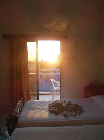 Tasmaria Hotel Apts.: закат