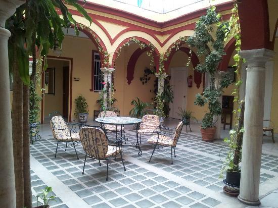 Hostal Sierpes: Questo è il patio al primo piano. Con wi-fi libero. Davvero splendido rilassarsi qui a fine gior