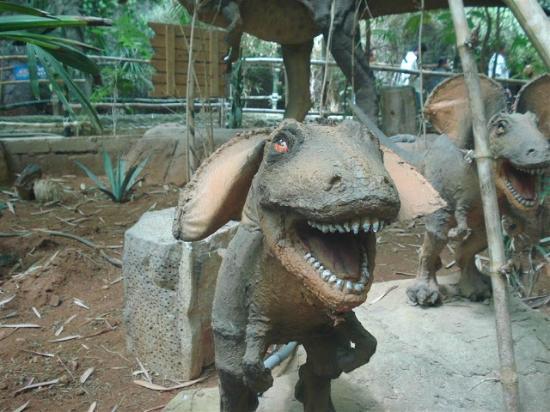 Innovative Film City: smiling dino :)