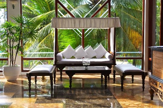 Royal Palms Beach Hotel: Foyer