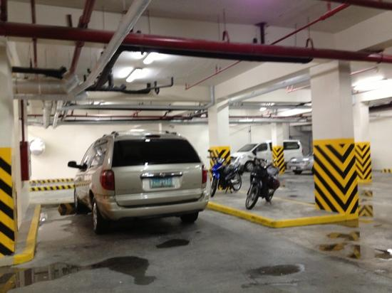 Red Planet Makati, Manila: parking lot at basement