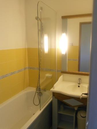 Pierre & Vacances Résidence Marie Galante : salle de bain avec baignoire