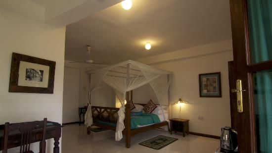 Flame Tree Cottages : Room