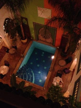 Riad Caesar : piscine vue de la terrasse