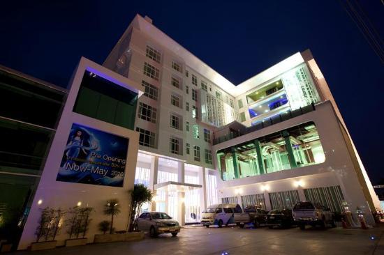 Glacier Hotel : Hotel Exterior