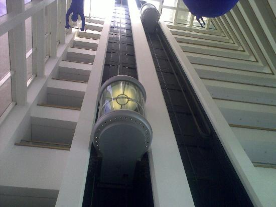 Royal Beach by Isrotel Exclusive Collection : Hotel interior - Gotta love those transparent lifts