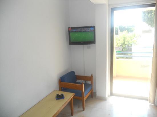 Napa Prince Hotel Apartments: tv