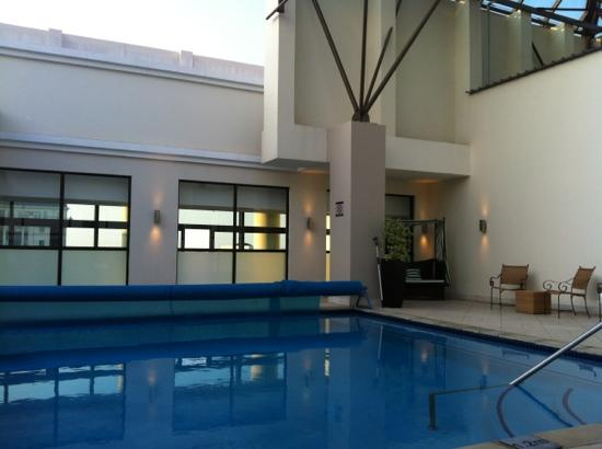Holiday Inn Sandton - Rivonia Road: pool area