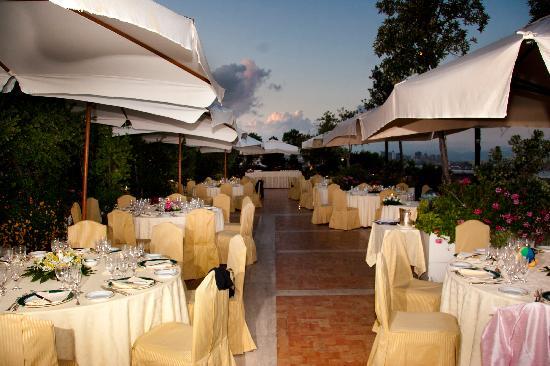 Matrimonio a Napoli - Allestrimento in terrazza con vista ...
