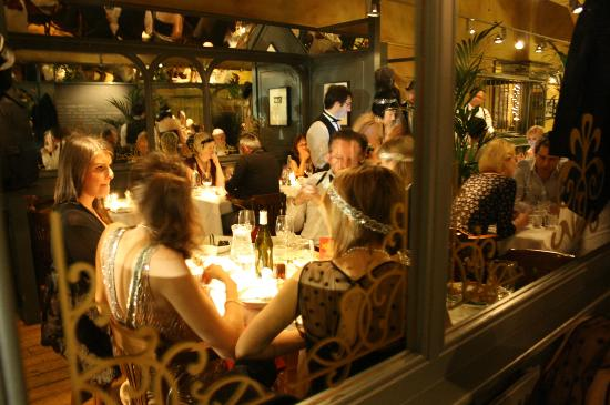Annexe: Midnight in Paris, Front Restaurant
