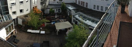 Domicil Leidinger Village : Blick in den Innenhof aus Zimmer Nr. 2