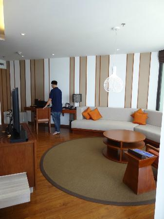 Sunrise Premium Resort Hoi An: Living room (suite)