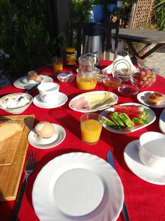 S. Nikolis Hotel & Apartments: Breakfast