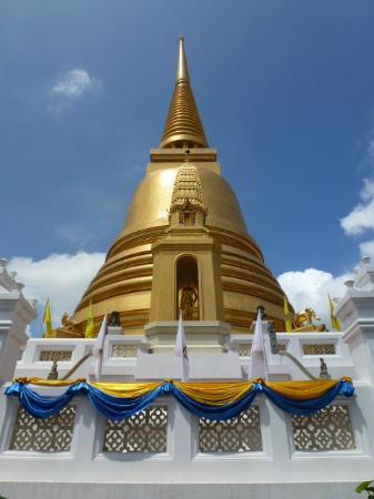 Wat Bowonniwet Vihara : The chedi at Wat Bowonniwet